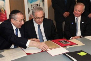 L-R: SWC Dean & Founder, Rabbi Marvin Hier, Prime Minister Benjamin Netanyahu, SWC Board Chair, Larry MizelPhoto Credit: Marissa Roth