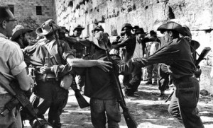 Soldiers_celebrate_at_Kotel_1967