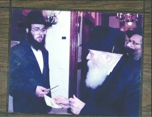 rebbe--Rabbi Zalman Wolowik with the Rebbe z''l