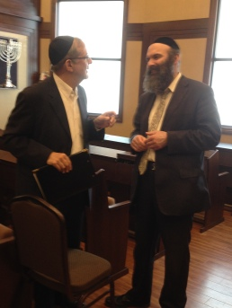 Rabbi Dovid Shapiro, former principal of Maimonides School in Boston and a colleague of Rabbi Simon, speaking with Rabbi Mayer Twersky, the scholar-in-residence