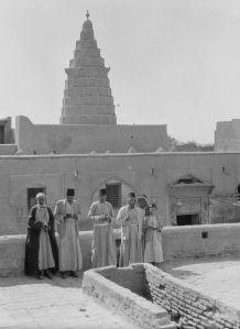Iraqi Jews in front Ezekiel's tomb