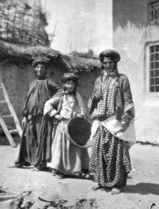 Photo of 3 Kurdish Jewish family members, circa 1905