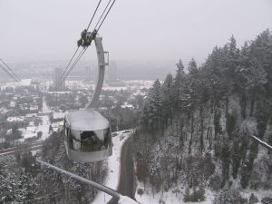 800px-Portland_Aerial_Tram_in_the_Snow
