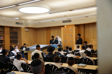 Sadigur Rebbe addresses students of yeshiva ohr eliyahu after davening. Photos: Arye D. Gordon