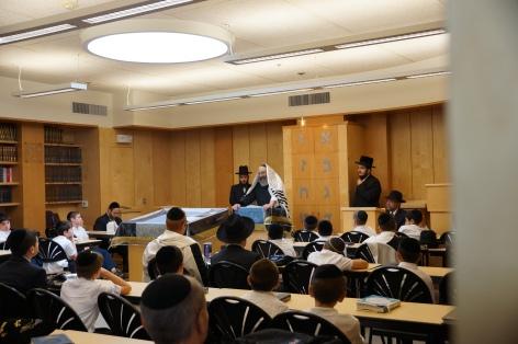 Sadigur Rebbe addresses students of yeshiva ohr eliyahu after davening. Photos: Arye D. Gordon