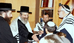 Sadigur Rebbe greets students at Yeshivat Yavneh with (R) Dean, Rabbi Einhorn