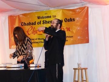 Rabbi Lipsker announcing the winners