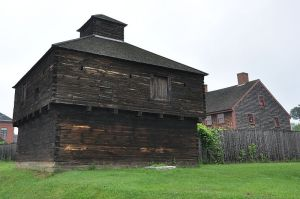 800px-AugustaME_FortWestern_Blockhouse_2