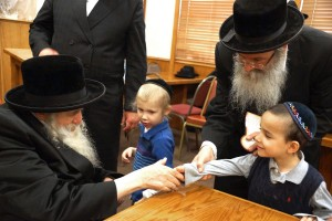 Children of Yeshiva Rav Isacsohn greet the Rebbe. Photos: Arye D. Gordon