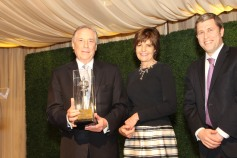 Errol and Pat Fine receive the Tiferet Award from Rabbi Kalman Topp