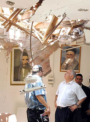 3 Room hit by Qassam rocket