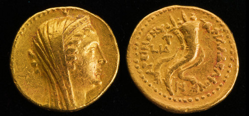 Gold coin of Arsinoë Philadelphus (II) discovered at Tel Kedesh. Photo by Sue Webb, courtesy IAA