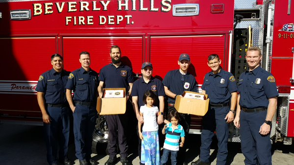 HATZOLAH GIVES THANKS ON THANKSGIVING2