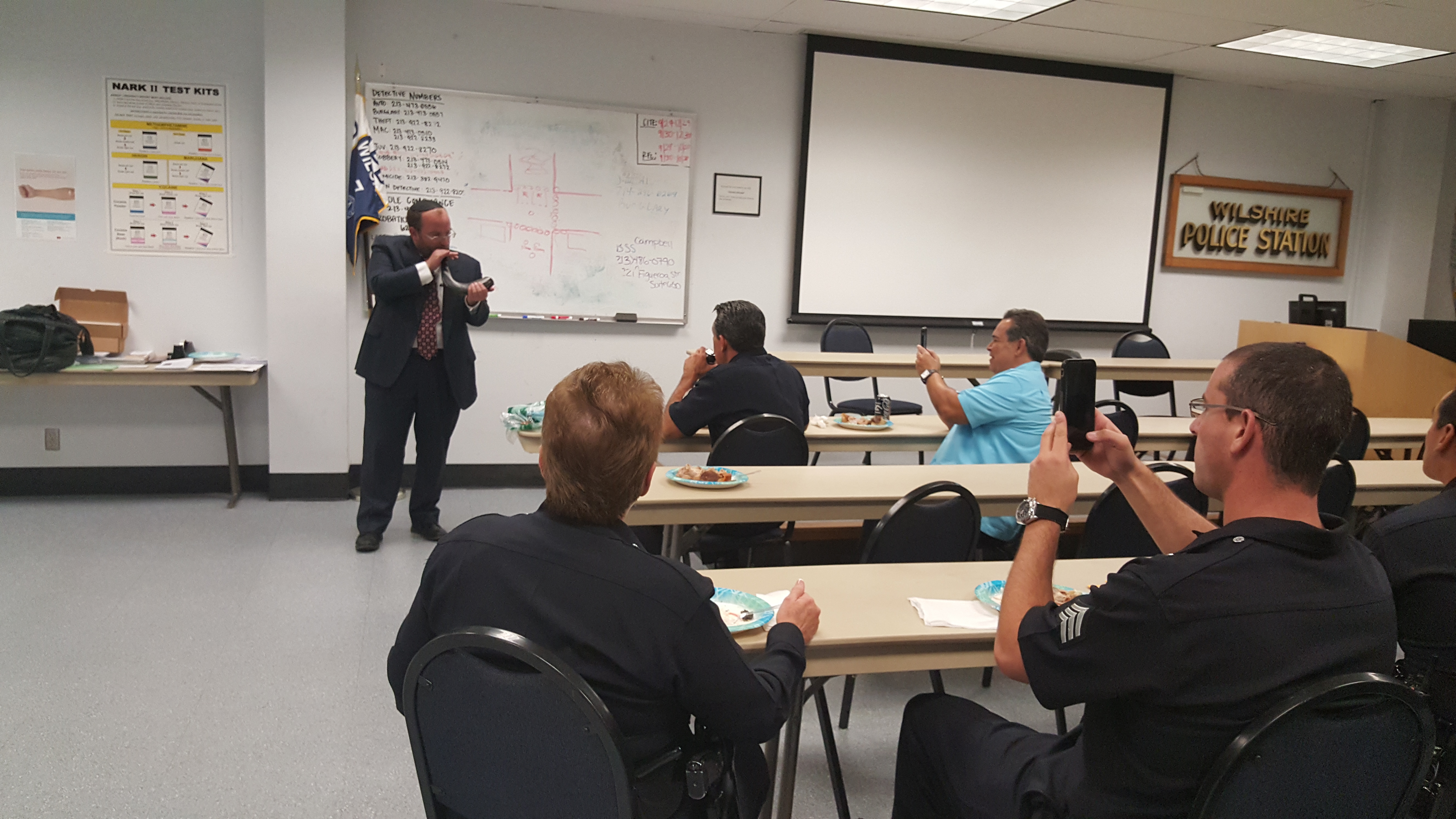 Rabbi Einhorn Shares Rosh Hashanah Greetings with LAPD Wilshire