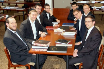 kollel-netzach-yisroel-rosh-kollel-reuven-markin-with-kollel-members