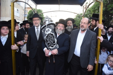 Hachnossos Sefer Torah, Sol Goldner, Chaim Hammerman, CEO of Laniado Hospital, Rabbi Chaim Baruch Rubin, and Urie Lieberman, Director of West Coast Friends of Laniado Hospital. Photos: Moshe Goldstein, courtesy of PR Department, Laniado Hospital